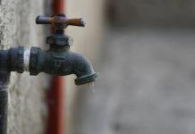 Vecinos de Ciudad Guayana cambian comida por agua potable