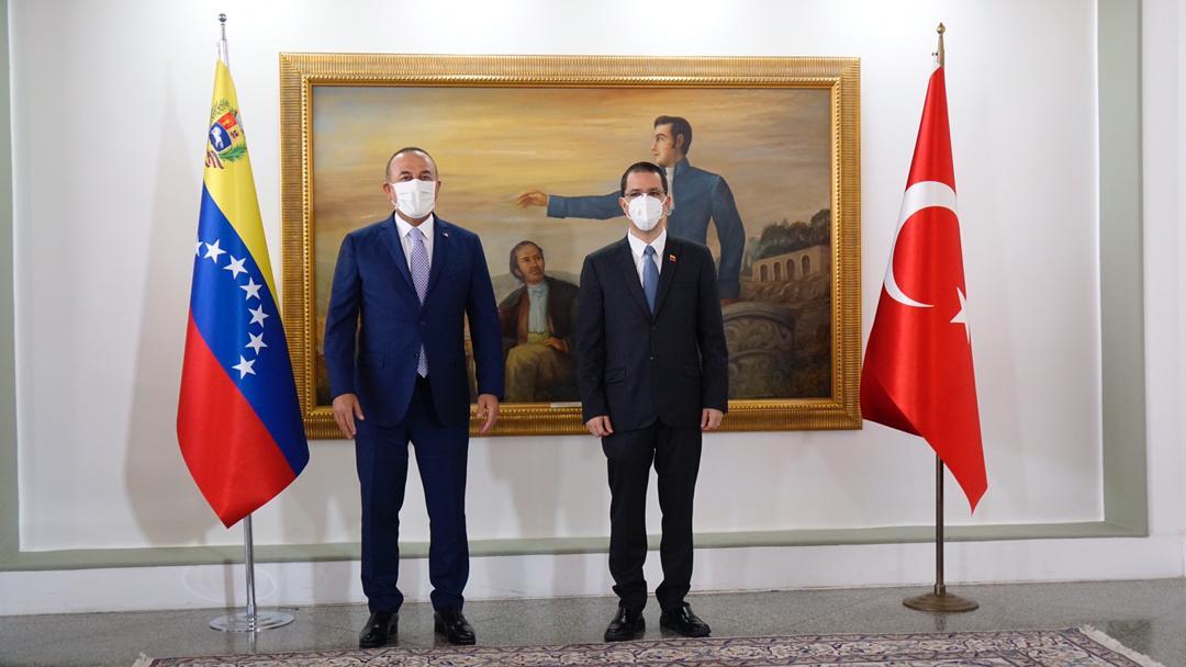 Venezuela y Turquía firman nuevos acuerdos para la construcción de viviendas y un hospital