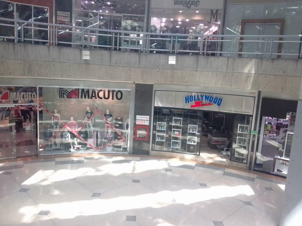 Sambil Caracas registra tímida actividad comercial en plena semana de flexibilización (+ fotos)