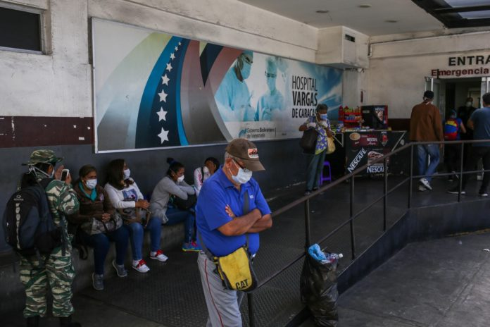 Venezolanos con enfermedades crónicas piden medicamentos