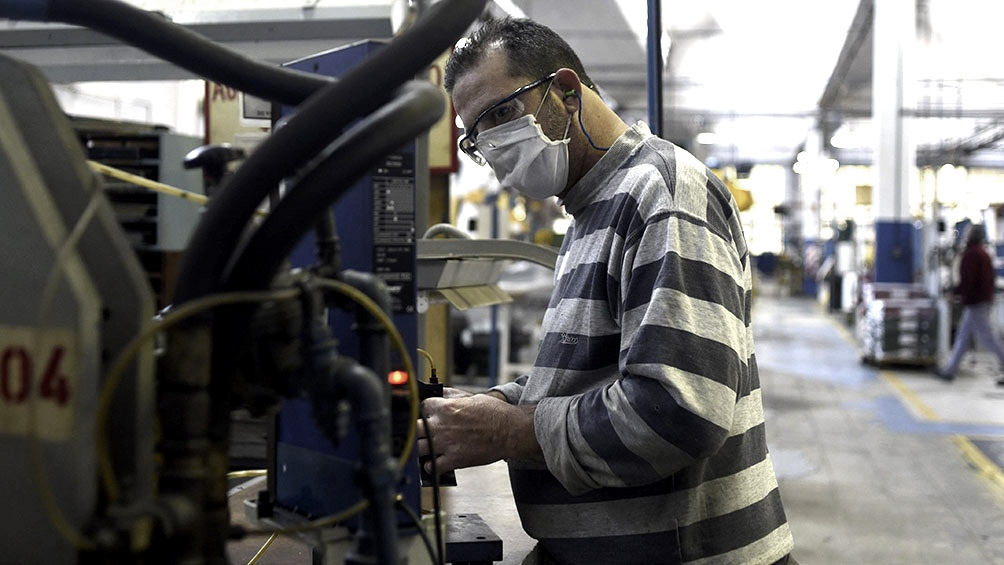 """Conindustria: """"73% de empresas nacionales redujo operación en pandemia"""""""