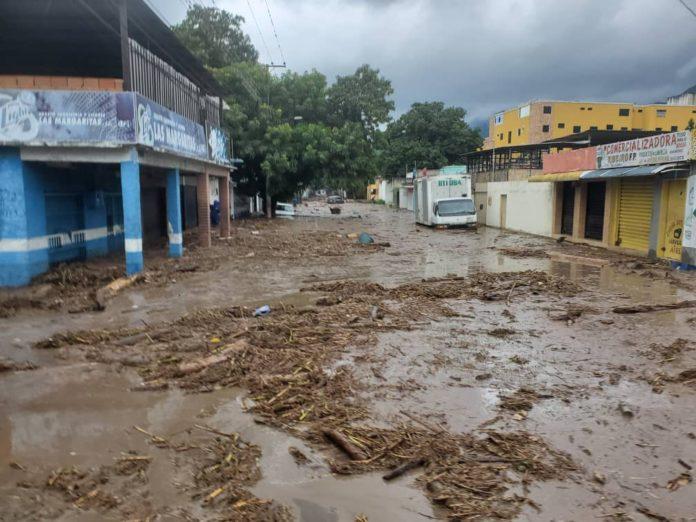 Maduro ordena despliegue militar en Aragua tras desborde del río El Limón