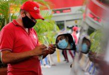 """Analista petrolero: """"El gobierno de Maduro debe importar gasolina mientras activa un plan de recuperación de las refinerías nacionales"""""""