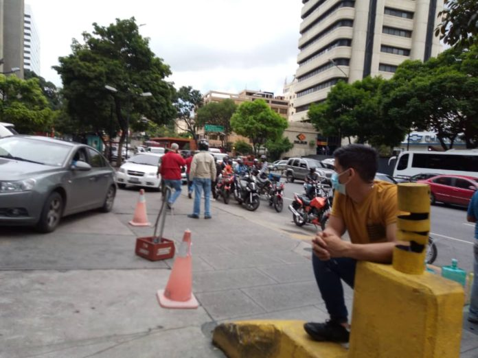 Comenzó a llegar gasolina al este de Caracas