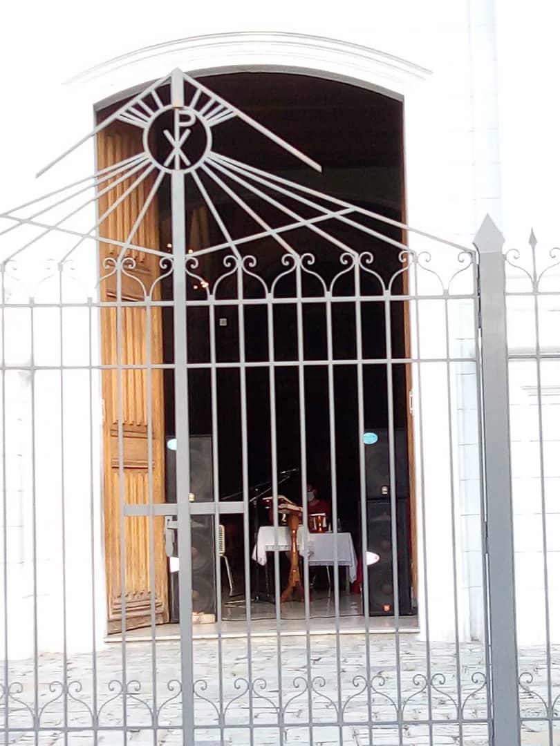 Caraqueños van a misas católicas no tradicionales