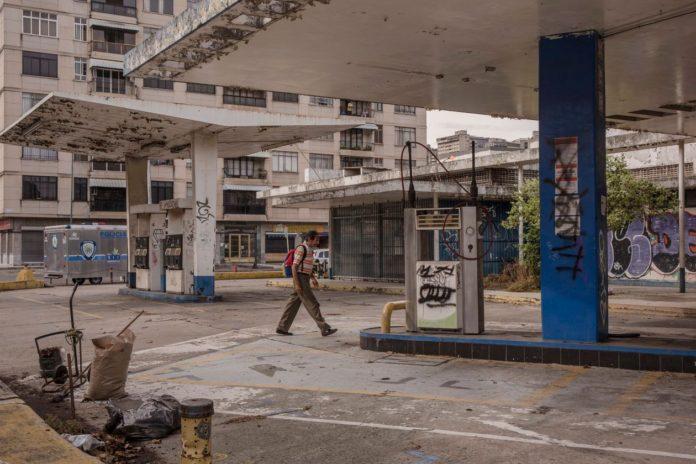 WSJ: La industria petrolera se está desvaneciendo en la tierra de las reservas más ricas del mundo
