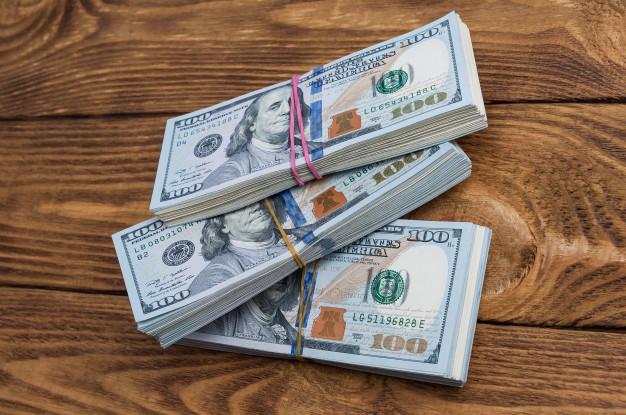 El precio del dólar paralelo supera los Bs. 400.000 en