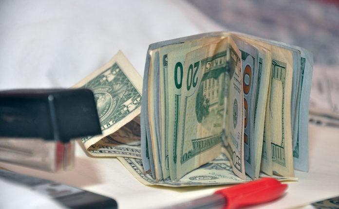 Dolarización de la banca debe aprovecharse para transacciones del
