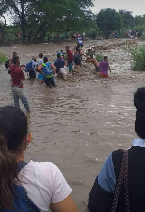 Así arriesgan sus vidas los venezolanos arriesgan sus vidas para llegar a Colombia
