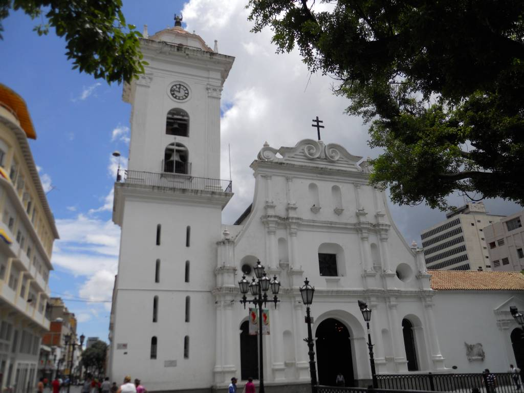 Maduro: Vamos a abrir las iglesias y los templos de todo el país