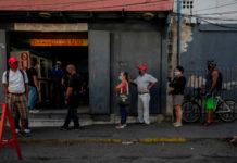 """Asdrúbal Oliveros: """"la hiperinflación y la improductividad sepultaron al salario del venezolano"""""""