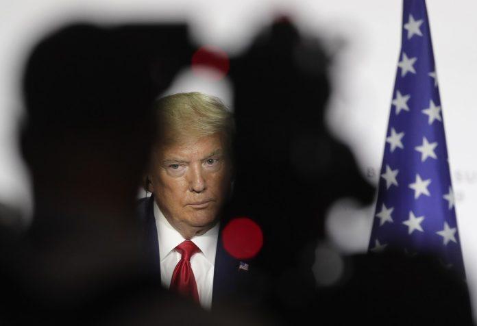 ¿Por qué caen las acciones en los mercados de valores tras contagio de covid-19 de Donald Trump?