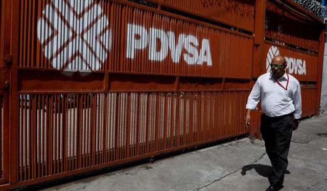 """Pdvsa instalará """"centro"""" de riesgosas transferencias barco a barco lejos de la costa"""