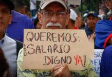 """Empleados públicos y pensionados """"claman"""" por una dolarización de sus salarios"""