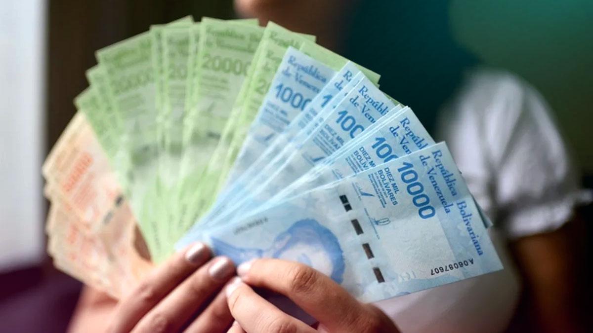 Administración Maduro estaría evaluando aumentar el sueldo mínimo a este monto