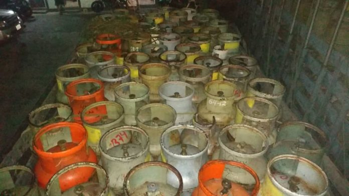 Detienen a tres sujetos por contrabandear más de 380 bombonas de gas