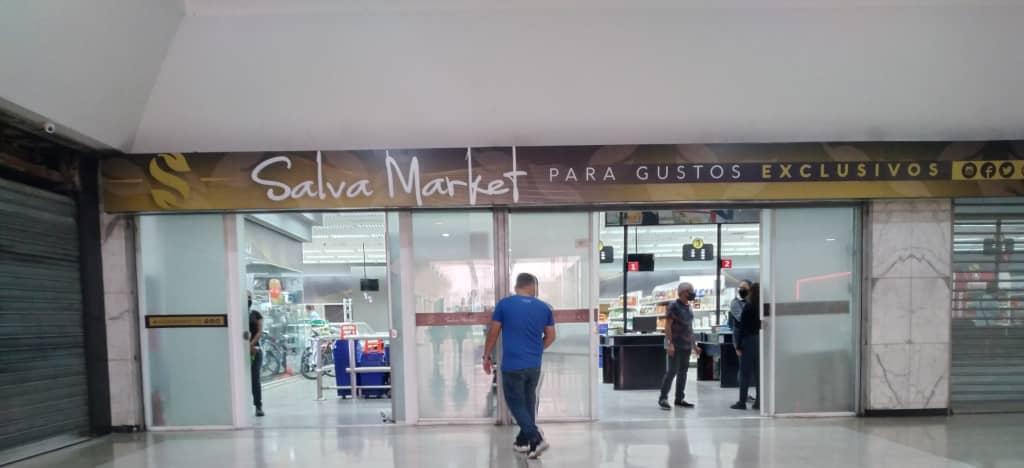 """En el supermercado iraní """"Salva Foods"""" se impone el dólar"""