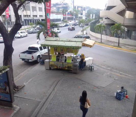 Buhoneros de comida rápida comenzaron a realizar ajustes sobre el millón de bolívares