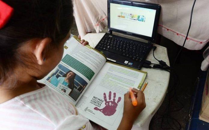 Clases online en Venezuela excluyen a las familias más pobres