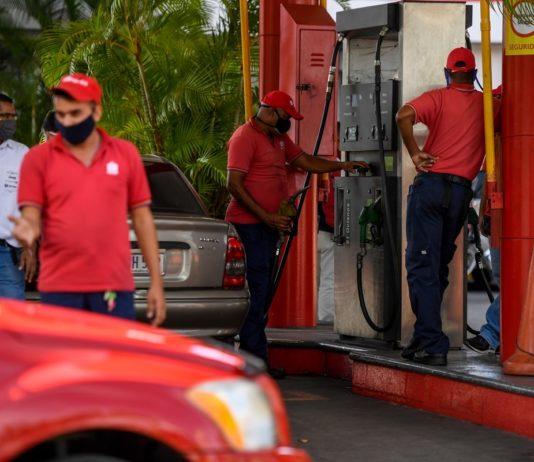 Eudis Girot: Se dispone de 280.000 barriles de gasolina para Caracas