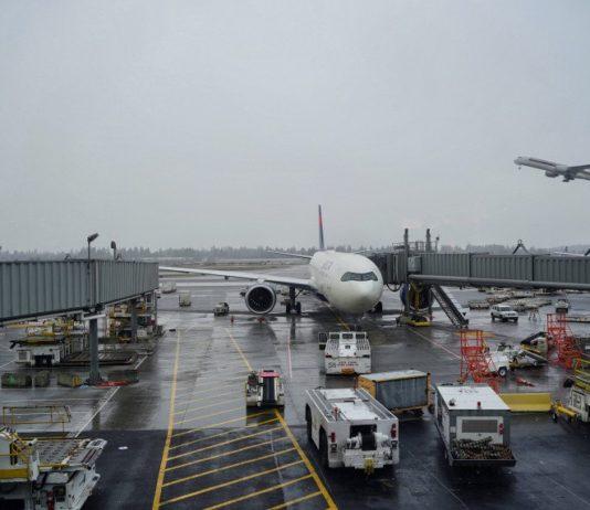 """Alegan que reactivación de vuelos comerciales ha dejado """"lagunas"""" en el sector turismo"""