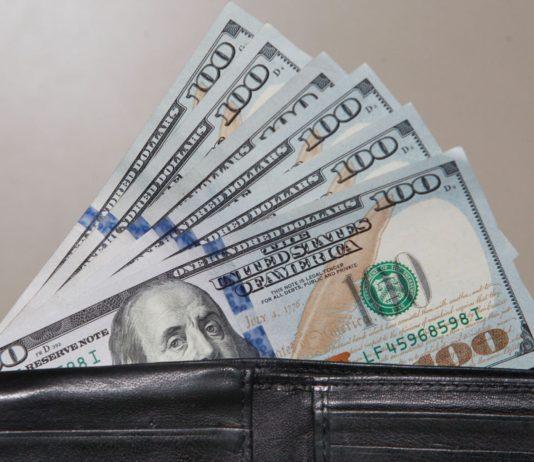Atribuyen a la reducción del encaje legal el alza del dólar paralelo