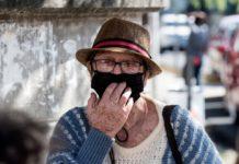 """Adultos mayores """"están a la buena de Dios"""" con pensión de $ 0,75 al mes"""