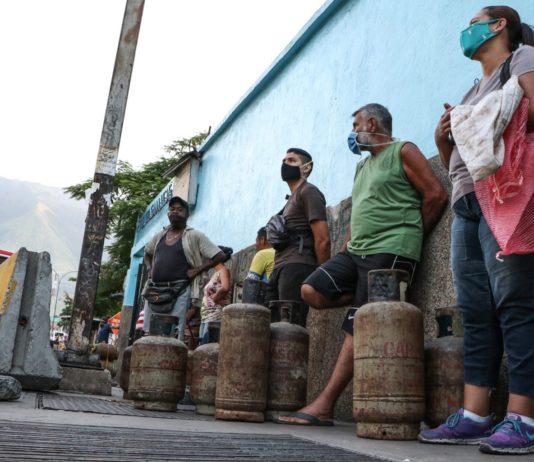 En dólares y bolívares, esto pagan los venezolanos por una bombona de gas, según el OVF
