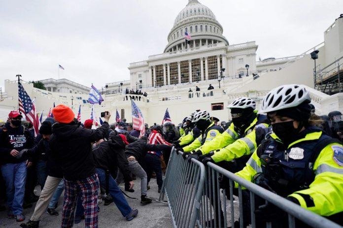 Simpatizantes de Donald Trump ingresaron violentamente al Capitolio (+video)