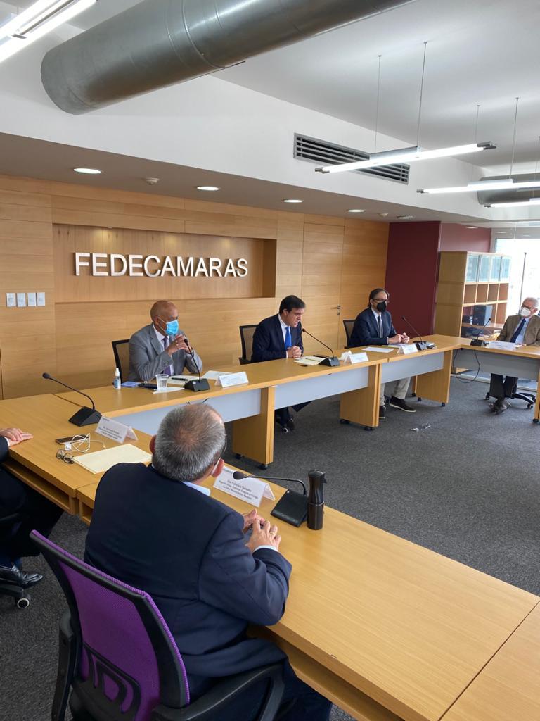 Jorge Rodríguez sostiene reunión con directivos de Fedecámaras