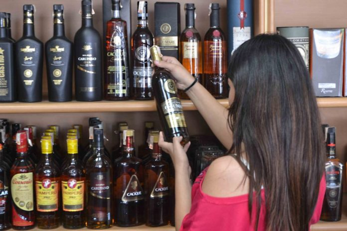 Comerciantes destacan que más del 50% de las ventas de bebidas alcohólicas son ilícitas