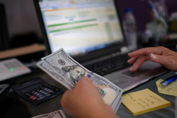 ¿Las dolarización de la banca traerá un impuesto transaccional?