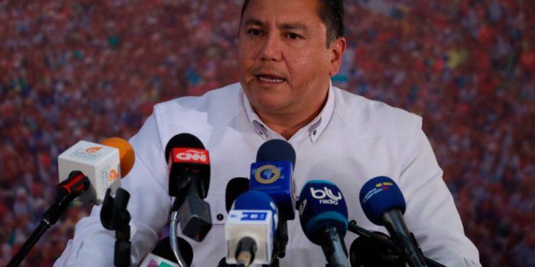 Autoridades en EE. UU. impiden la entrada del parlamentario oficialista Javier Bertucci