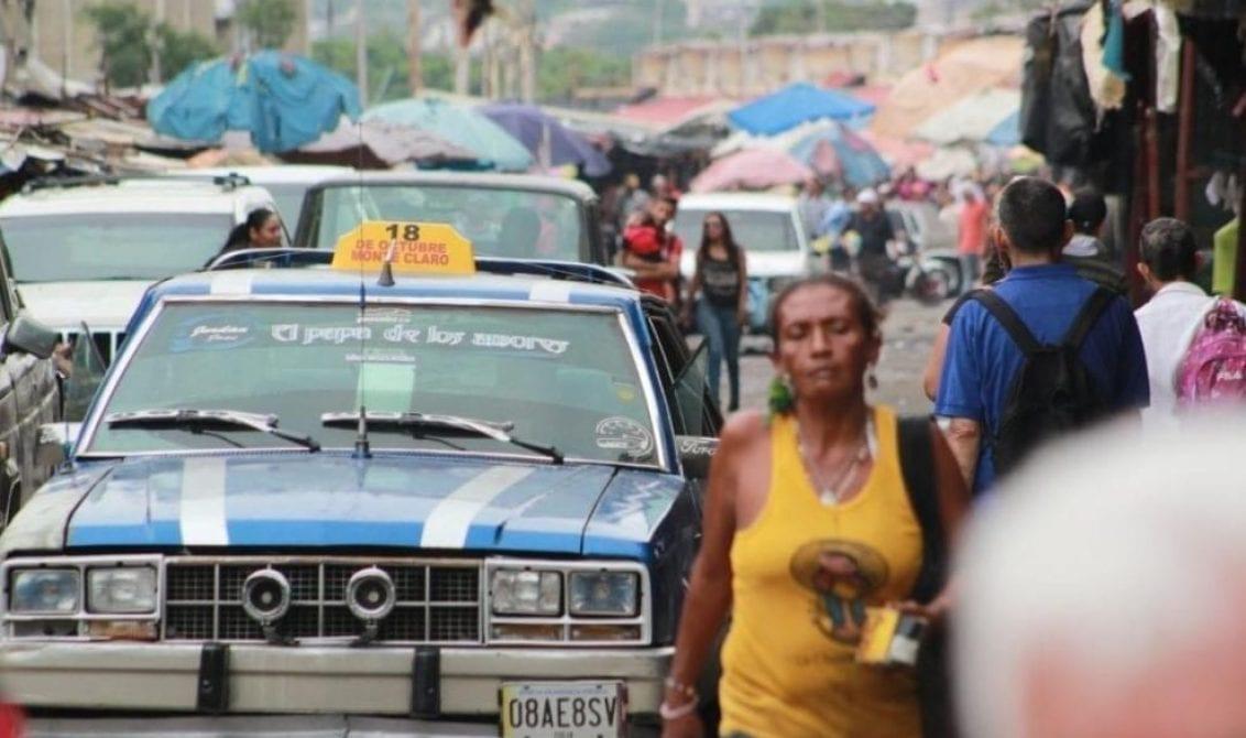 Desde carretas con burros hasta camiones de refrescos utilizan en Maracaibo para transportarse