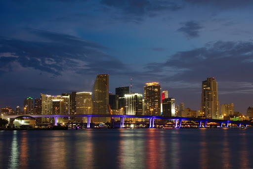 Alcalde de Miami propone pagar salarios e impuestos con bitcoins