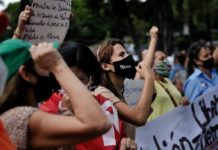 Mujeres conmemoraron su día con protesta frente al PNUD