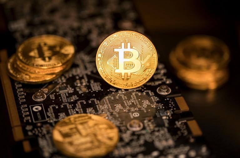 ¿Dónde se guarda un bitcoin y como se comercializa?