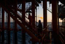 """WSJ: China compra más petróleo iraní y venezolano, para poner a prueba """"el pulso"""" de Biden"""
