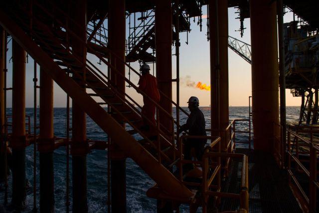 WSJ: China compra más petróleo iraní y venezolano, para poner a prueba