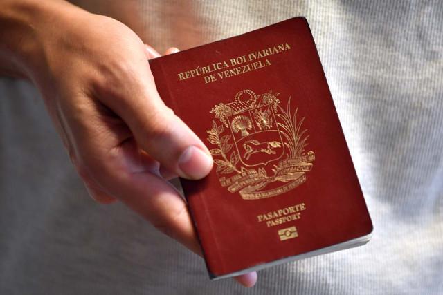 Venezolanos en siete países podrán solicitar el envío a domicilio de su prórroga de pasaporte (+videos)