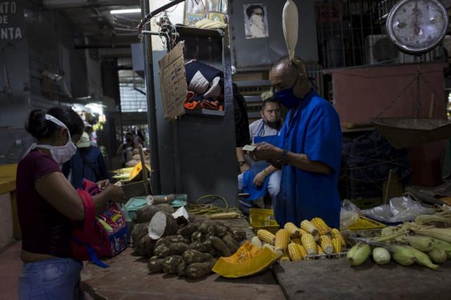 Salarios dolarizados en Venezuela son una mejoría