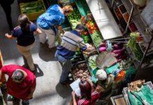 """Venezolanos deben gastar más de 18 dólares semanales para comprar una """"canasta de supervivencia"""""""
