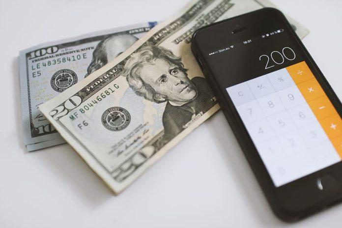 Dólar paralelo inicia la semana por encima de Bs. 2.500.000