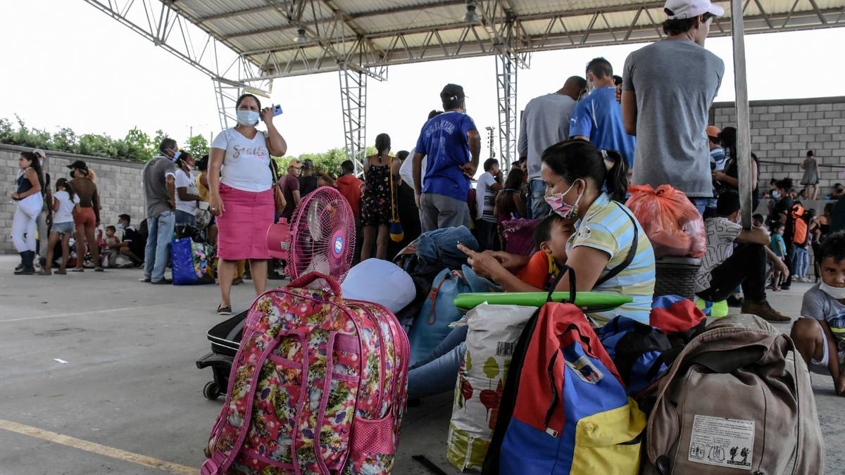 El Covid-19 se ensaña con los venezolanos desplazados por los combates en Apure (Video)