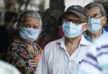 Adultos mayores piden un plan de vacunación sin discriminación política