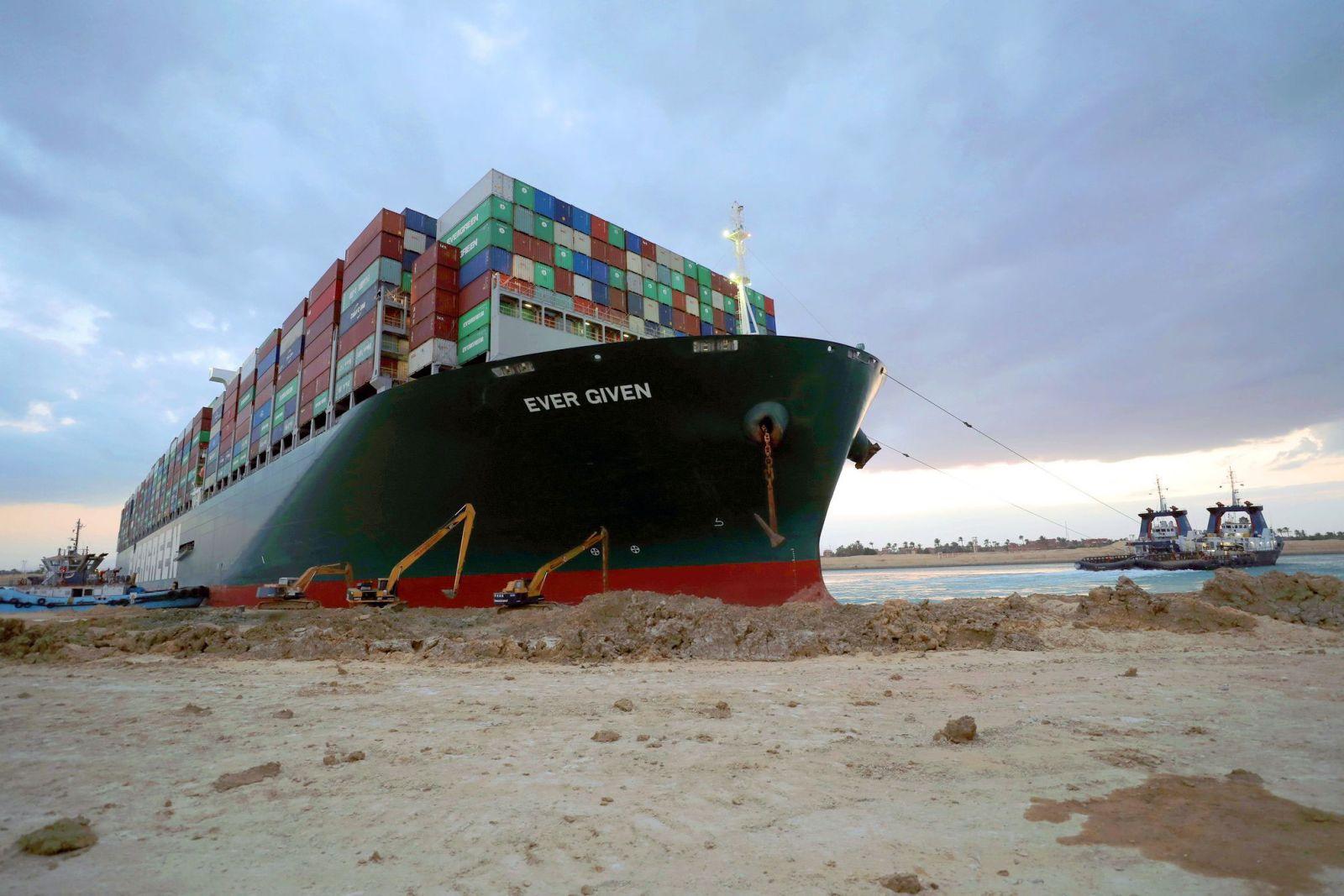 La autoridad del Canal de Suez dijo que el rezago causado por el bloqueo terminó