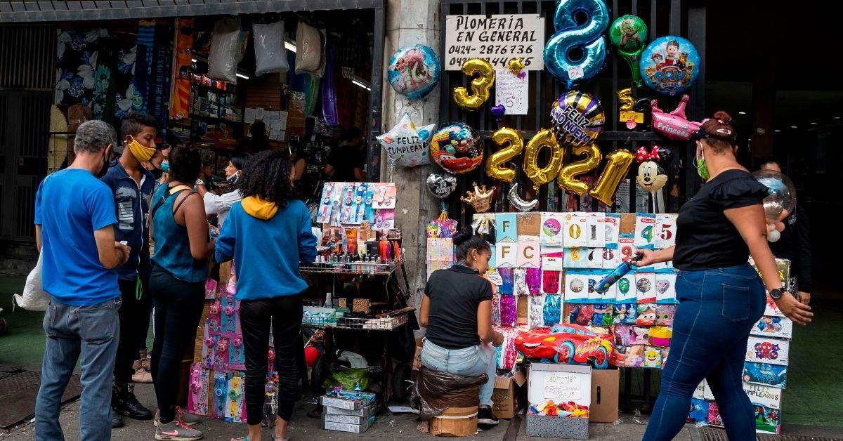 ¿Cuánto cayó la economía venezolana de 2013 a 2021?