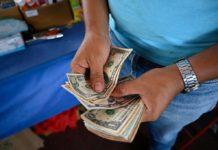 """Jorge Arreaza asegura que uso del dólar en Venezuela """"será pasajero"""""""