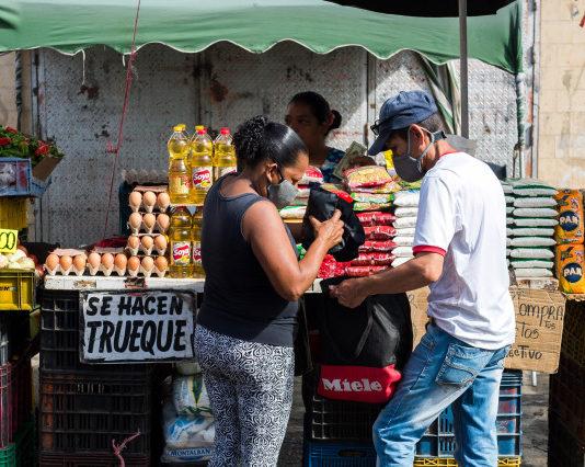 Un venezolano requiere más de 54 millones de bolívares para comprar ocho alimentos de la canasta básica