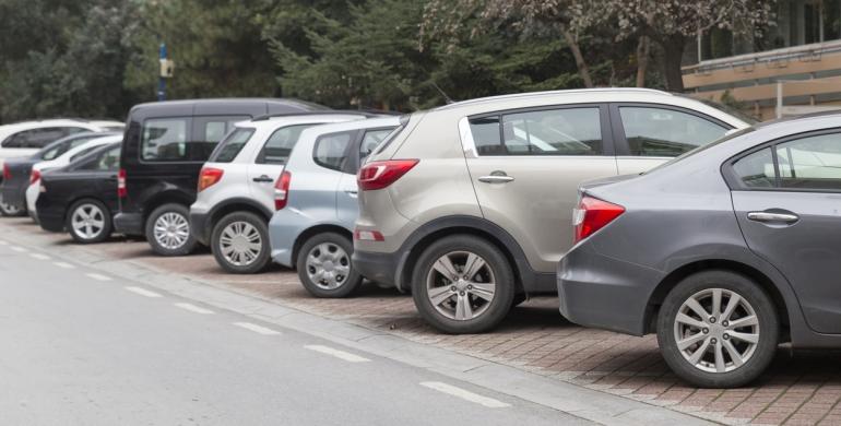 """Cuidadores de carros ganan al día """"500 pesitos"""" en el estado Táchira"""
